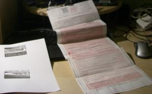 Das Standardequipment für Fahrgastrechte: Fahr- oder Zeitkartenkopie und Formular im Zeltplanenformat.