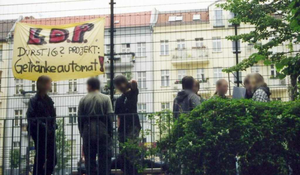 """Plakat mit dem Text """"L.D.P. Durstig? Projekt: Getränkeautomat!"""""""